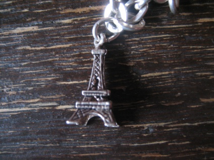 winziger Anhänger Bettelarmband Charm Eiffelturm La Tour Eiffel 800er Silber