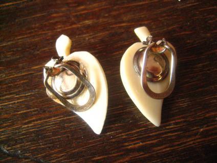 schöne Art Deco Blatt Ohrringe Clips geschnitzt Handarbeit Erbach Bein 1930 - Vorschau 3