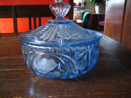 tolle riesige antike Glas Dose mit Deckel Deckeldose Bonboniere Pressglas blau