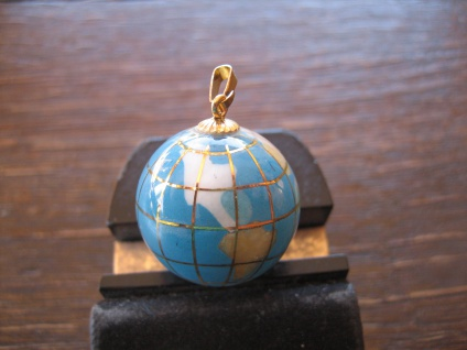 Rarität ausgefallener Vintage Anhänger Weltkugel Globus Erde gold Türkis