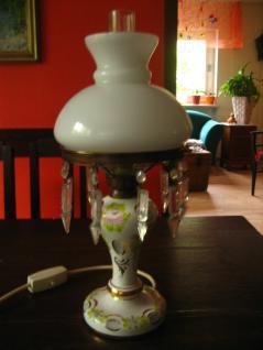 traumhafte antik Tischlampe bemalter Glasfuß mit Schliff Glasschirm Lüsterbehang