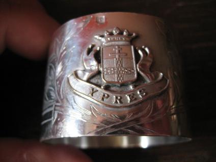 eleganter großer Serviettenring Ypern Ypres Souvenir Andenken reich graviert
