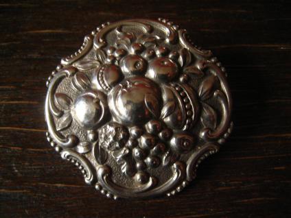 herrliche Jugendstil Klassizismus Brosche üppige Früchte getrieben 800er Silber - Vorschau 1