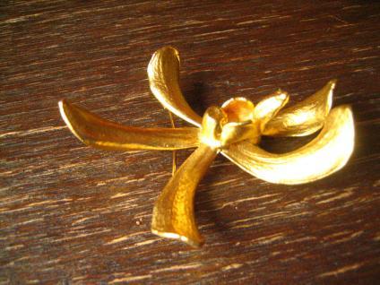 traumhafte Vintage Brosche echte Orchidee 24 ct hartvergoldet gold Risis um 1977 - Vorschau 3