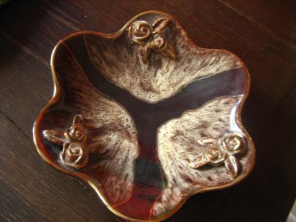 prächtige große Art Deco Majolika Schale Laufglasur Gold Akzente Rosen aufgesetzt