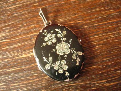 Art Deco Medallion Anhänger oval 835er Silber Rosen Gravur schwarz emailliert