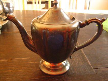 zeitlos elegante nostalgische Teekanne Silberkanne auf hohem Fuss silber plated