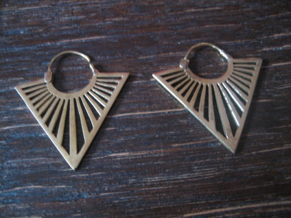 edle Statement Ohrring Designer Leonardi Arte gold Saadia Collection Dreieck