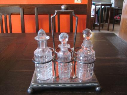 große antike Gewürz Menage Essig Öl Halter für 6 Flaschen silber pl + 3 Flacons - Vorschau 2