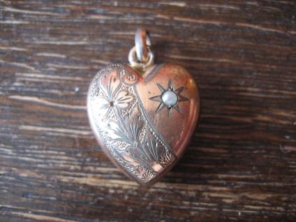 super süßer Jugendstil Anhänger Herz rotgold Doublé fein graviert kleine Perle - Vorschau 1