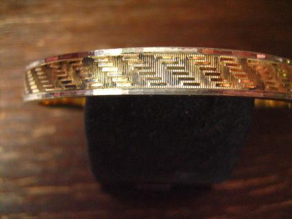 zeitlos eleganter Art Deco Armreif mit dezentem Muster gold silber bicolor Optik