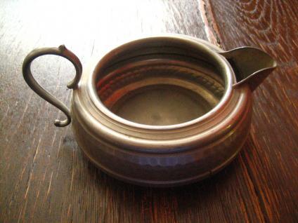reich verschnörkeltes wunderschönes Milchkännchen very british originelle Vase