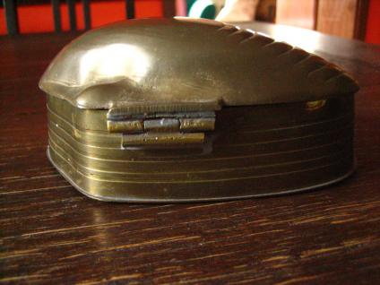 traumhaft schöne große Dose Schatulle Döschen in Muschel Auster Form Messing - Vorschau 4