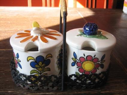 stilvolle Frühstücks Menage Marmeladentopf Honigtopf mit Ständer Keramik vintage