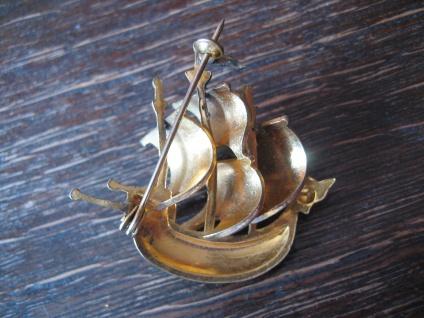 originelle Vintage Brosche Segelschiff Dreimaster Santa Maria plastisch gold - Vorschau 4