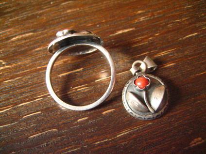 bezaubernd floraler Art Deco Ring 900er Silber rote Koralle RG 53 + Anhänger - Vorschau 2