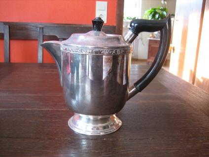 schön verzierte kleine Teekanne Kaffeekanne silber pl Viners of Sheffield