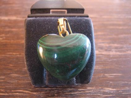 reizvoller Herz Anhänger Malachit grün gold 2 x 2, 5 cm plastisch NEU wunderschön