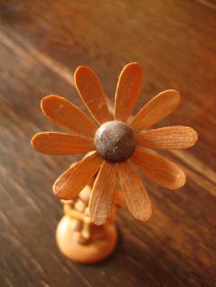 Blumenmädchen Blumenkind Margarite Erzgebirge natur Holz Platzkartenhalter - Vorschau 4
