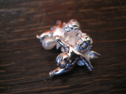 bezaubernder Anhänger 2 Engel Putto Putti mit Perle spielend 925er Silber NEU - Vorschau 3