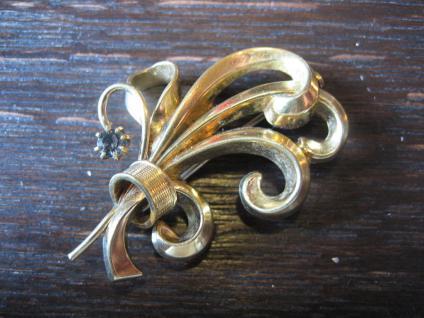 reizvolle florale gold Brosche im Biedermeier Stil nostalgisch und elegant