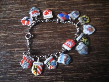 bezaubernd nostalgisches Bettelarmband 15 Wappen Anhänger 835er Silber Emaille