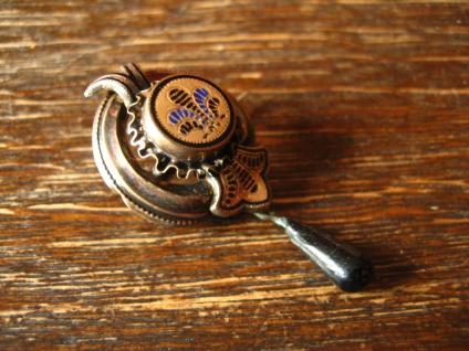 zauberhafte Biedermeier Brosche Emaille Silber Schaumgold bewegliche Pampel 1830 - Vorschau 3
