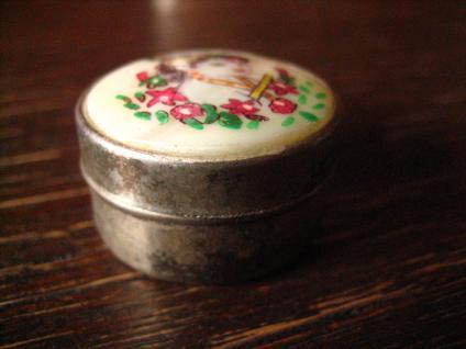 reizendes vintage Pillendöschen Cremedöschen Dose Döschen silber Miniaturmalerei - Vorschau 2