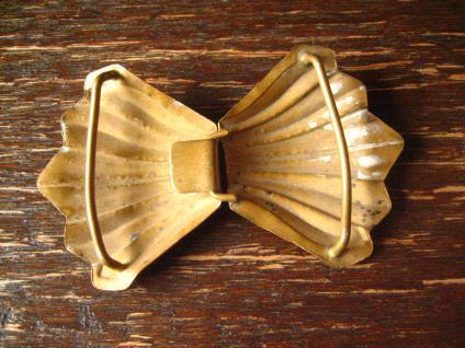 bezaubernde Jugendstil Gürtelschließe Gürtelschnalle mit Chinoisen gold messing - Vorschau 3