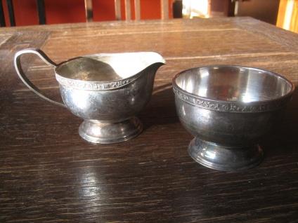 schlicht elegantes Milch & Zucker Set feine Bordüre silber plated Viners England
