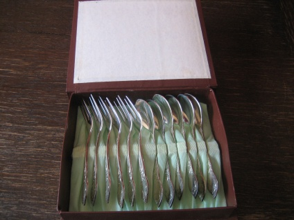 Vintage Tee Set 6 Kuchengabeln + 6 Kaffeelöffel Teelöffel in Box schönes Dekor
