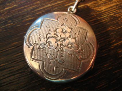bezauberndes Jugendstil Medallion 800er Silber auf beiden Seiten graviert Art Nouveau Locket