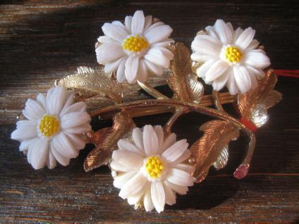 super schöne aufwändige antike Brosche mit vier plastischen Blüten ausgefallen
