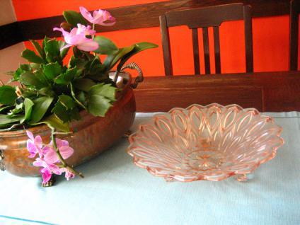 tolle Pressglas Schale Anbietschale Obstschale Sonnenblume zart rosa 50er Jahre - Vorschau 1