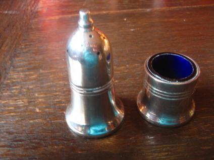 klassisches Gewürzset Pfefferstreuer und Saliere blauer Glaseinsatz silber pl B