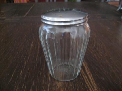 ausgefallener Puderzuckerstreuer Zuckerstreuer Kakaostreuer Pressglas silber