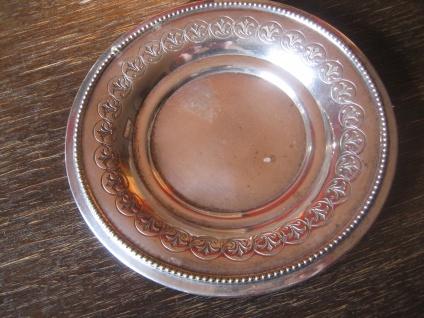 schöner Flaschenuntersetzer Untersetzer kleiner Teller Tellerchen silber pl