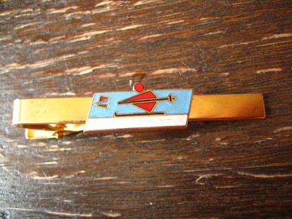 vintage Sport Krawattennadel Krawattenklemme Ski Skifahrer Abfahrtslauf Emaille gold ausgefallen