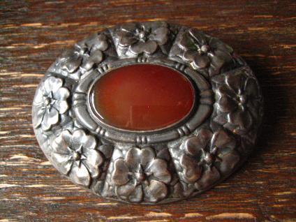 exklusive große Jugendstil Brosche Blüten getrieben 800er Silber Carneol oval