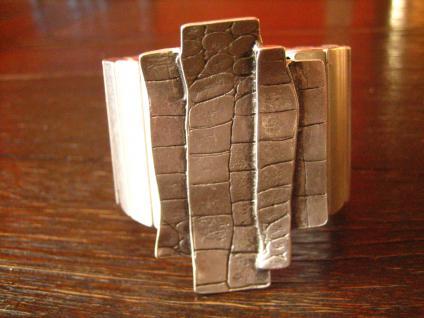 genialer Statement Armreif Kroko Muster Designer Leonardi Arte silber 6 cm breit
