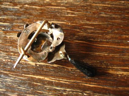 zauberhafte Biedermeier Brosche Emaille Silber Schaumgold bewegliche Pampel 1830 - Vorschau 4
