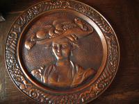 Kupferteller Wandteller Junge Frau mit Hut Kupfer Wandbild Kupferbild 41 cm