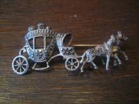 prächtige Kutsche Hochzeitskutsche Pferde 800er Silber Brosche Art Deco Markasit