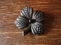 romantische Biedermeier Brosche Blüte Trauerschmuck schwarz französischer Jett