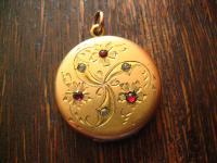 ganz bezaubernder Jugendstil Medallion Anhänger gelbgold gold rund Farbsteine