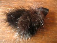 flauschige Vintage Puschel Brosche Nerz Nerzbrosche schwarz sehr gut erhalten