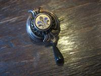 zauberhafte Biedermeier Brosche Emaille Silber Schaumgold bewegliche Pampel 1830