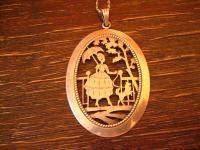 prächtiger großer Anhänger Dame mit Spitz Frau mit Hund an 830er Silber Kette