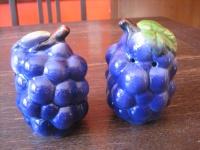 Paar dekorative große Vintage Salz- und Pfefferstreuer Keramik Weintraube Traube