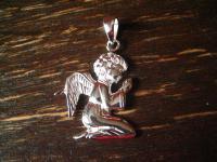 betender Schutzengel geflügelter Putto Engel betet 925er Silber Schutzamulett